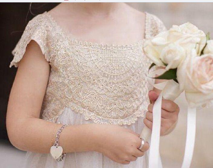 2017 Vintage Blumenmädchen Kleider für Böhmen Hochzeit Günstige Bodenlangen Flügelärmeln Reich Champagner Spitze Elfenbein Tüll Erstkommunion Kleider