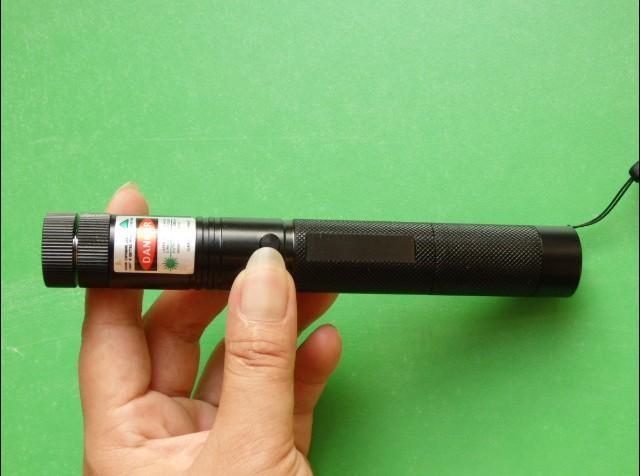 Süper Güçlü Askeri yeşil kırmızı mavi menekşe lazer pointer 532nm yüksek güç led El Feneri lazer SD Lazer 303 sunum Avcılık öğretim