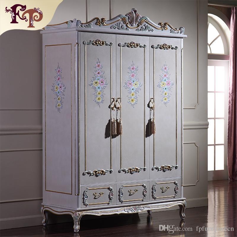 Mobili classici d epoca in stile barocco - Mobili da camera d epoca -  lussuoso armadio intagliato a mano - struttura in legno massello rifinita  con ...