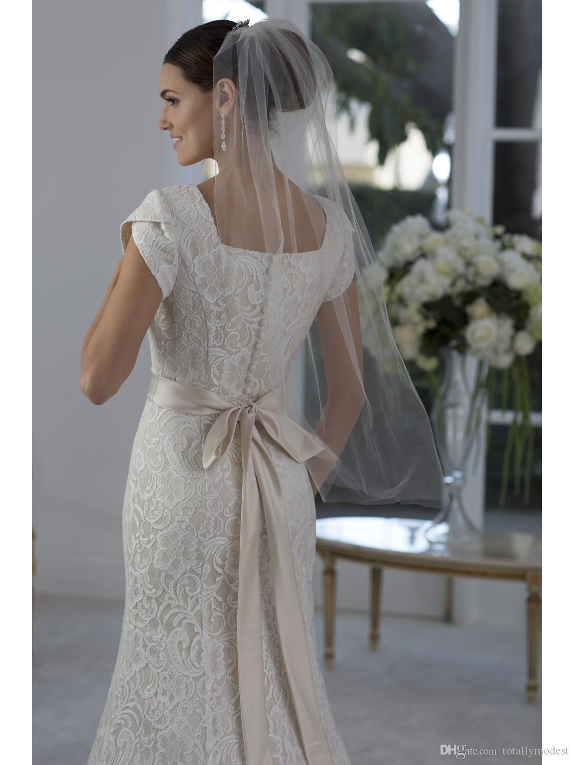 Einfache Chanpagne Vintage Lace Mermaid Modest Brautkleider Flügelärmeln Queen Anne Neck Perlen Sash Bunte Brautkleid mit Farbe Neu