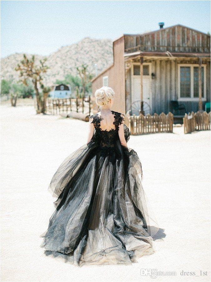 Vintage Black Lace and Tulle Suknie Ślubne 2017 Gothic Scoop Koronki Appliqued with Corals Champagne Podszewka Suknie ślubne Custom Made EN10091