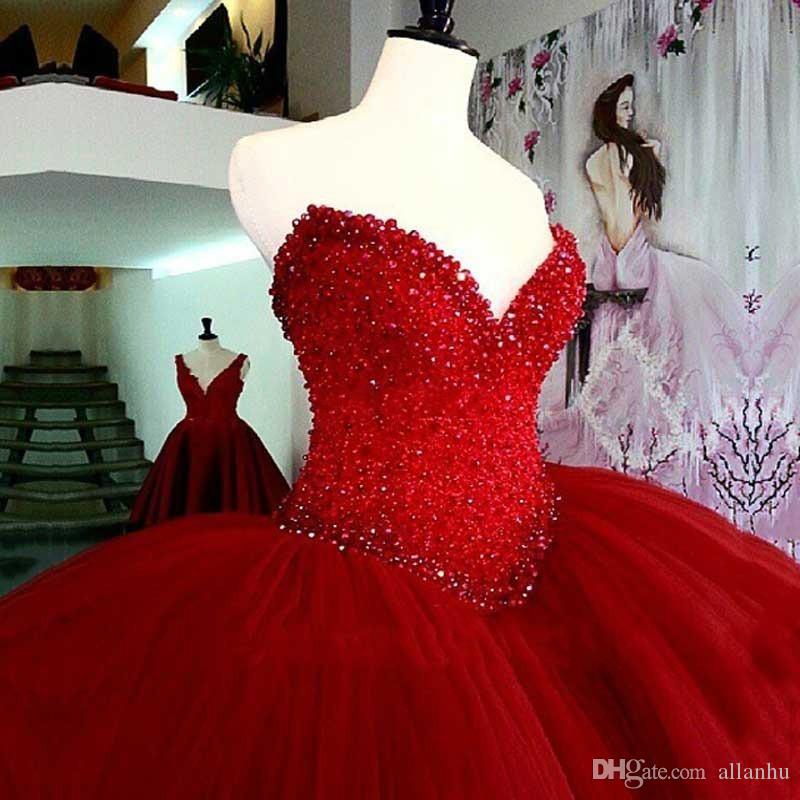 2018 Luxury Red Ball Gown Quinceanera Abiti lunghi perline Puffy di cristallo dell'innamorato di Tulle Abiti da 15 Prom Party Dress For Girls