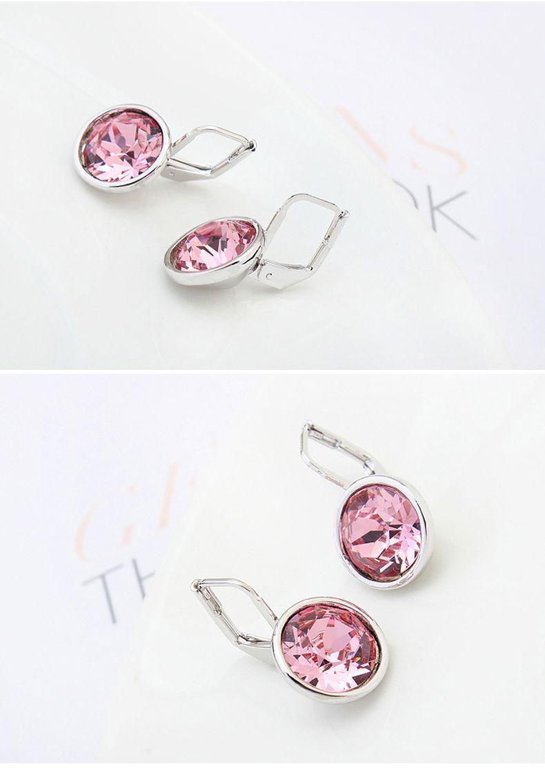 Bella mini boucles d'oreilles percées faites avec les éléments originaux de Swarovski blancs remplis de cristal clair rempli meilleur cadeau pour les femmes pour le cadeau de la Saint-Valentin