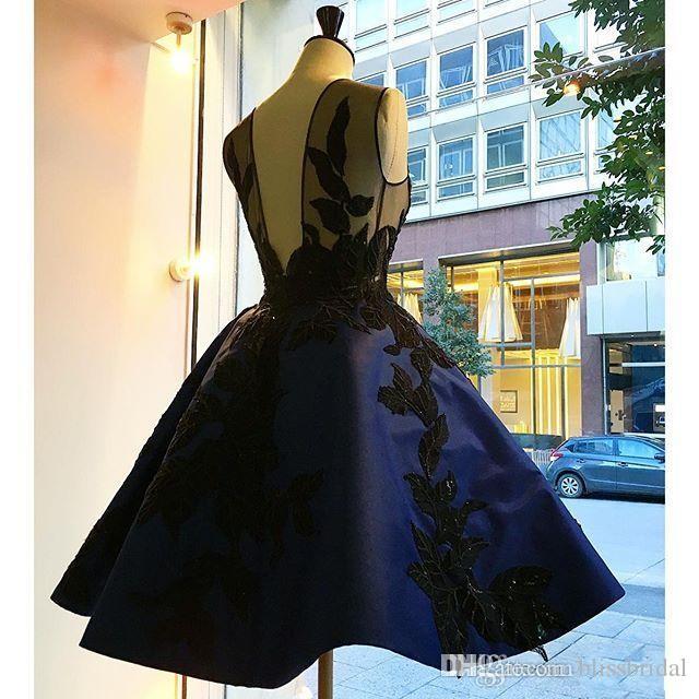 Иллюзия аппликации короткие королевский синий вечерние платья длиной до колен с открытой спиной блестками платья партии атласные пышные платья выпускного вечера