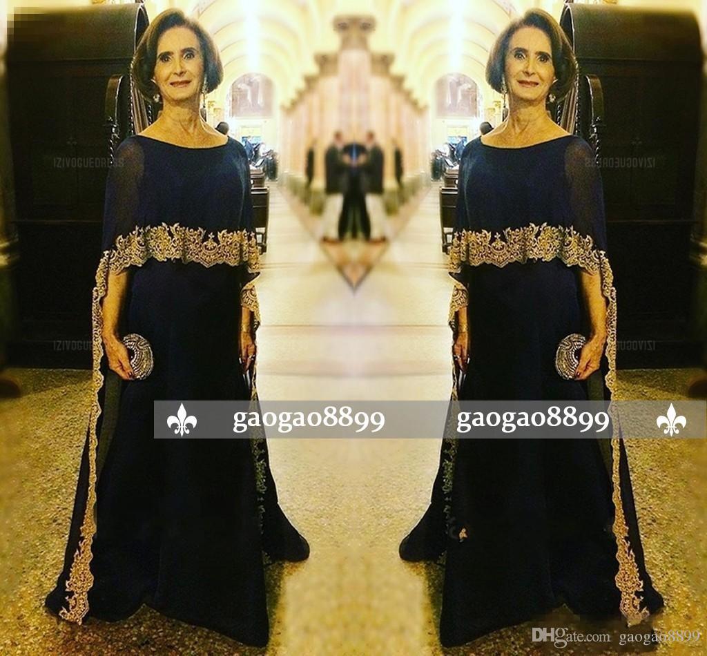 2019 Elegant Dark Navy Chiffon Kleider für die Brautmutter Flügelärmeln Goldapplikation Bodenlang Übergrößen Abendkleider Hochzeitsgast Bräutigam
