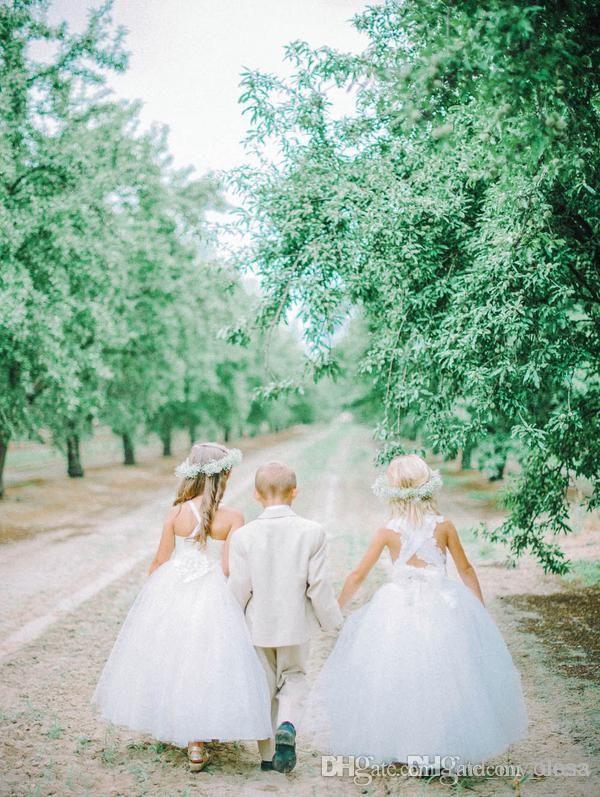 Robes de fille de fleur de tulle blanc belle croix sangles dos fleurs robe de bal étage longueur filles robe de mariée pas cher