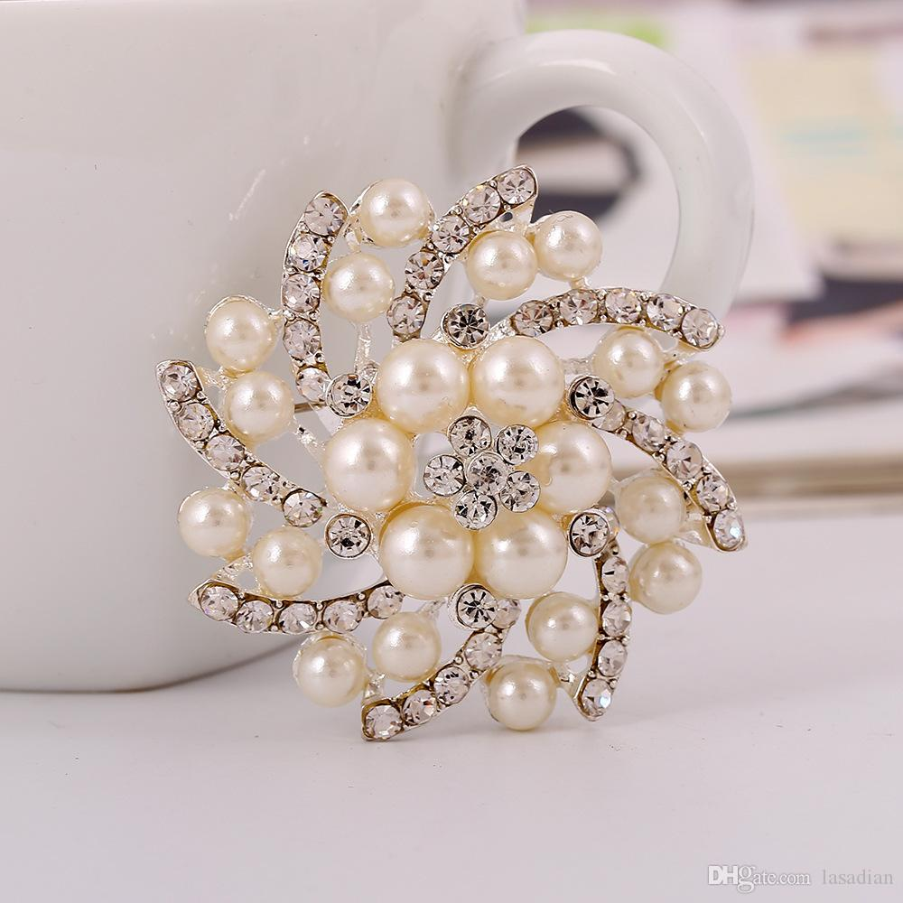 Women Fashion Broches White Imitation Pearl Flower Brooches Pins Luxury Crystal Rhinestone Alloy Brooch For Wedding Dress