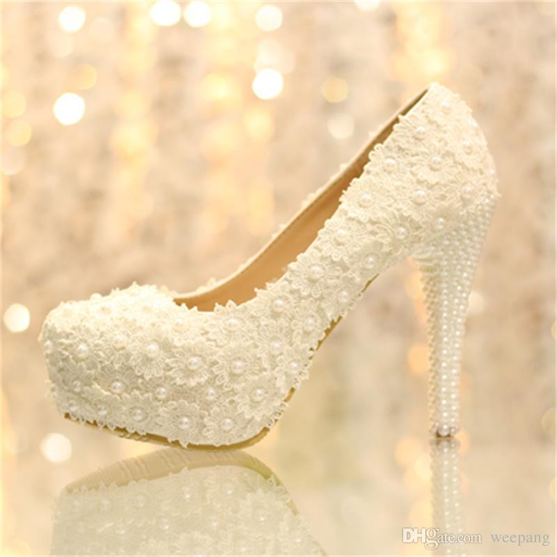 Grosshandel Brautschuhe Weisse Spitze Hochzeitsschuhe Blumen Perlen