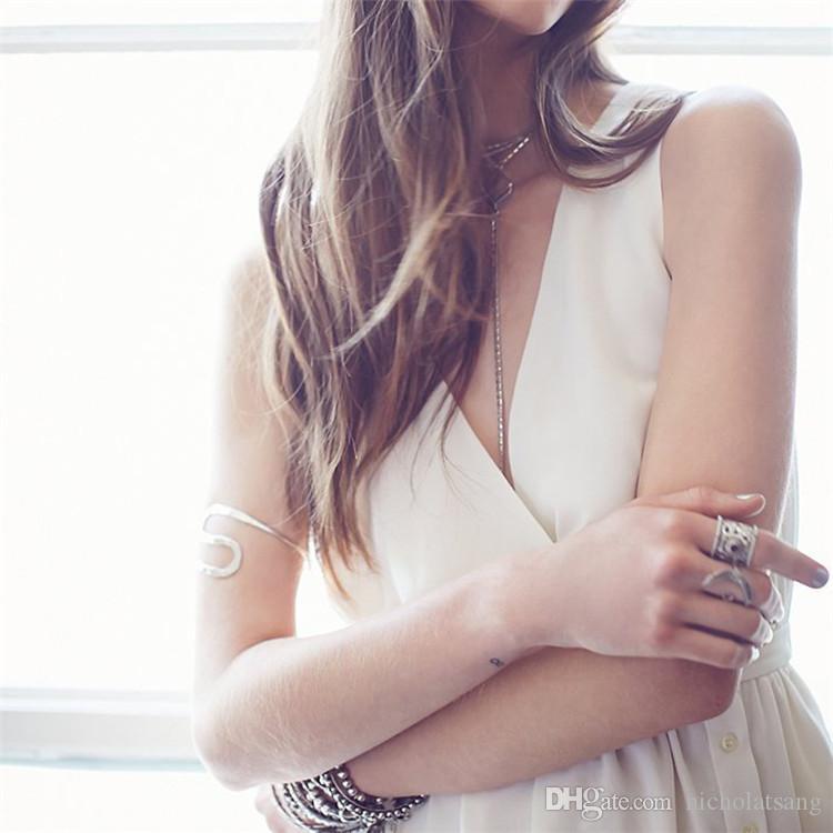 2016 새로운 여름 Pleated 층 길이 클럽 드레스 유럽과 미국의 깊은 V 분할 긴 치마 흰색 민소매 쉬폰 드레스