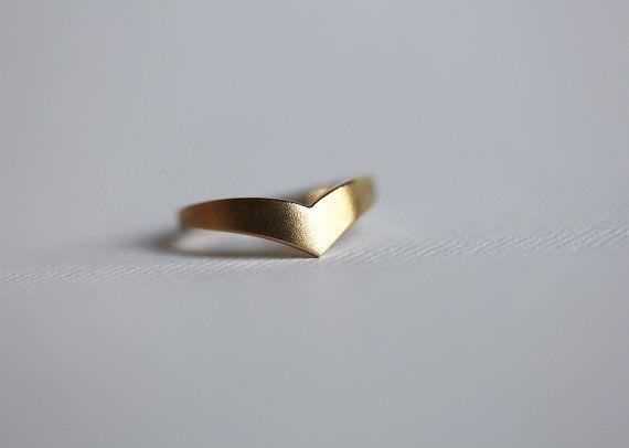 R002 패션 와이드 밴드 브이 반지 쉐 브 론 브이 반지 곡선 반지 웨딩 밴드 반지를 스태킹 여성을위한 간단한 기하학 반지 남성