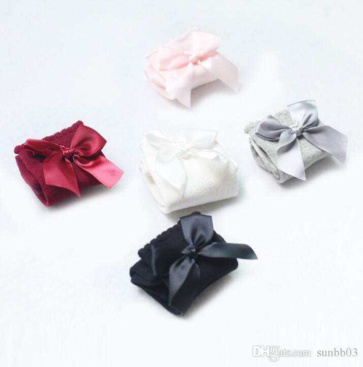 Europa New Sweet Infant Girls Calze Baby Ribbon Bow Sock Alta 3/4 Knee Bambini Principessa Calzini Caldi Gambe Baby Socks i 13604
