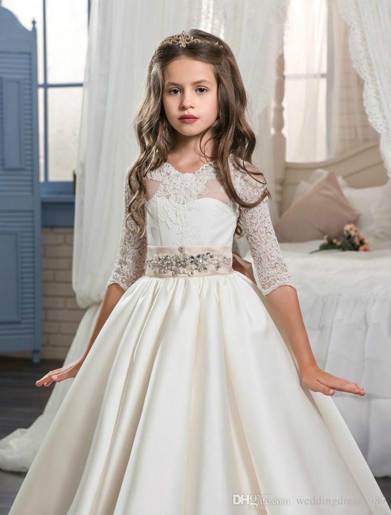 Потрясающие Половина рукава лук кружева девушки театрализованное платье атласные бусины 2018 Девушка Причастие платье дети формальная одежда девушки цветка платья для свадьбы