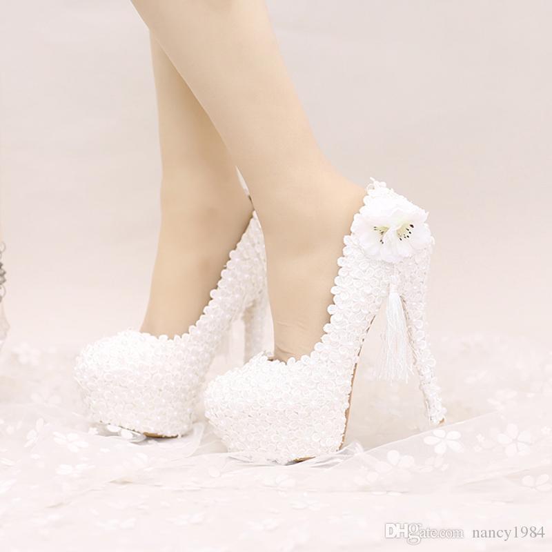 2017 Sapatos de Casamento de Renda Branca Plataformas Mulheres Bonitas Bombas com Apliques de Borla Lindo Projeto de Festa Nupcial Sapatos de Baile