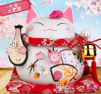 Кошка-это золото и большой керамический японский депозитный магазин, открывающий творческие подарки