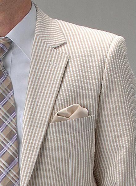 2018 neueste Design weiß und braun Streifen Seersucker Smoking für Männer / Bräutigam tragen / Hochzeitsanzüge für Männer Jacke + Hose + Bowtie