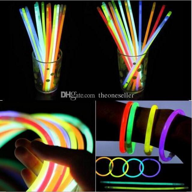 2016 Multi Couleur Glow Stick 20 cm Bracelet Néon LED Clignotant bâtons avec connecteur parti Concert Vocal utiliser Flash lueur bâtons