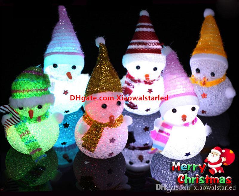 Cadeau de Noël de lumière colorée flash bonhomme de neige Petite lumière de nuit cristal de Noël veilleuse en cristal La décoration de Noël