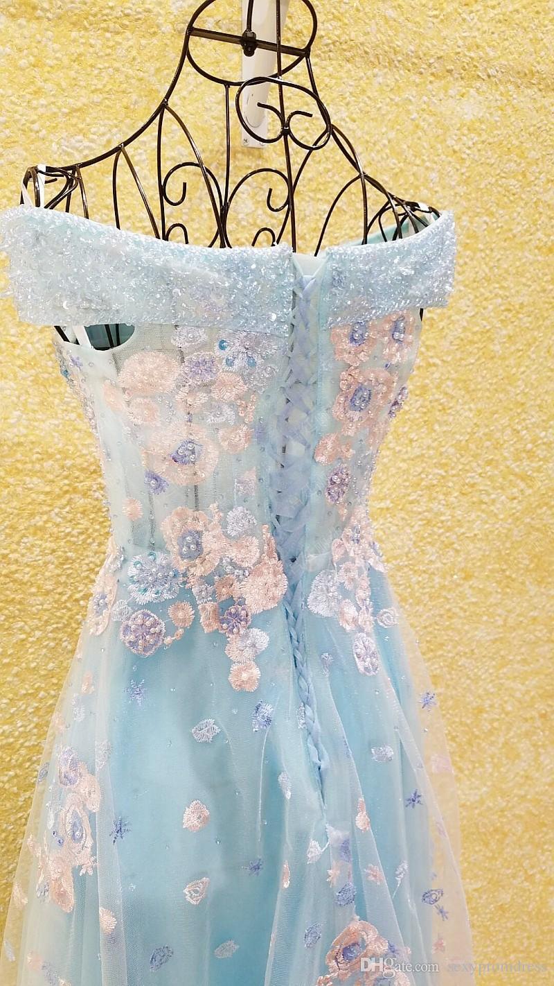 Splendida Ice Blue Off Shoulder Prom Dresses 2017 Applique in pizzo rosa abiti da sera in rilievo Lace Up Back Tulle Abiti da festa formale coperto