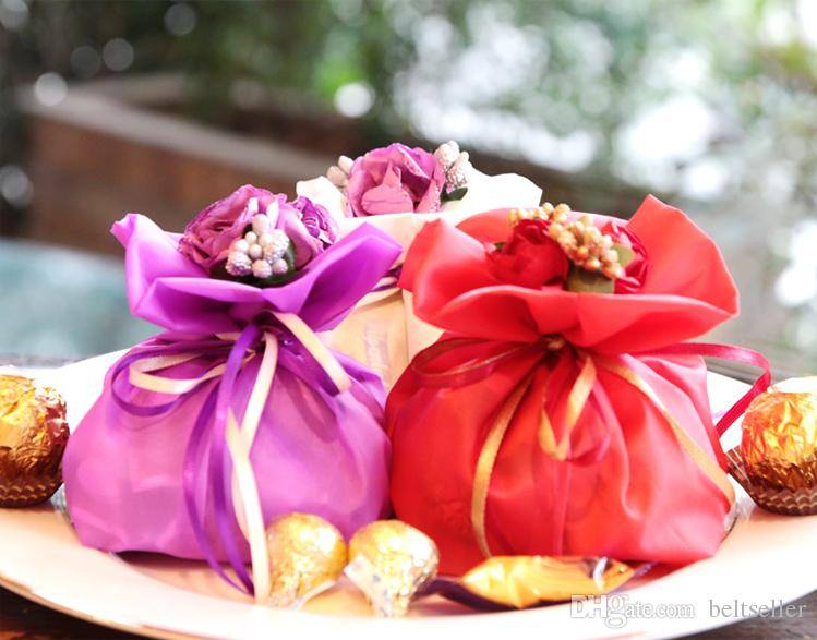 2017 New Weds Wedding Centerpieces Favors Silk Candy Box Elegant Artificial Bouquet Wedding Gifts Bags For Table Decoration Pillow Gift Boxes Small Favor ... & 2017 New Weds Wedding Centerpieces Favors Silk Candy Box Elegant ...