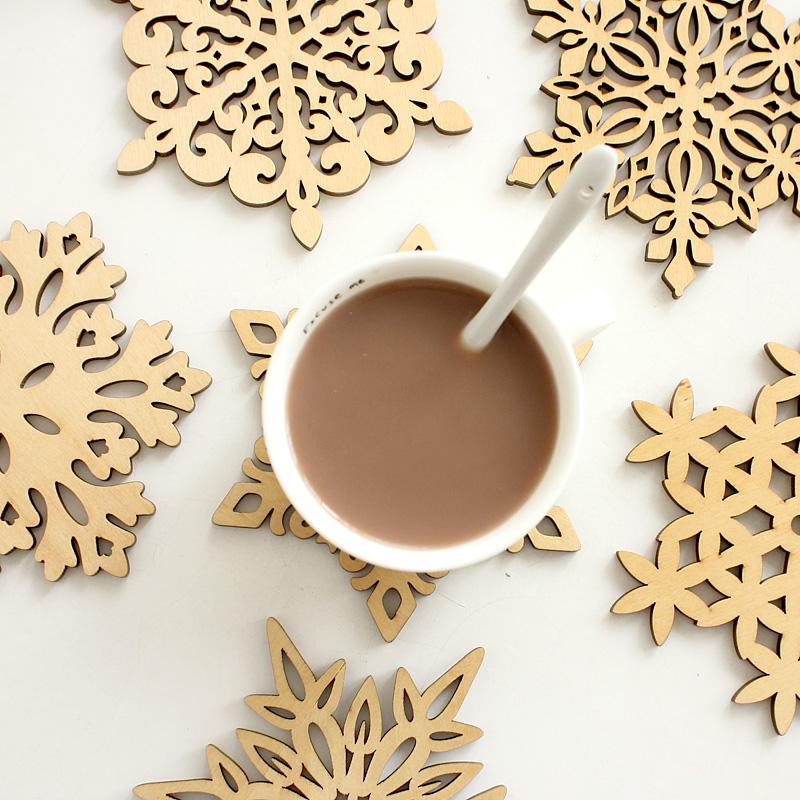 Wholesale- 6 pcs/set Wooden Snowflakes Cup Mats Mug Coaster Creative Christmas Home Kitchen Table Decoration Coffee Drink Placemat