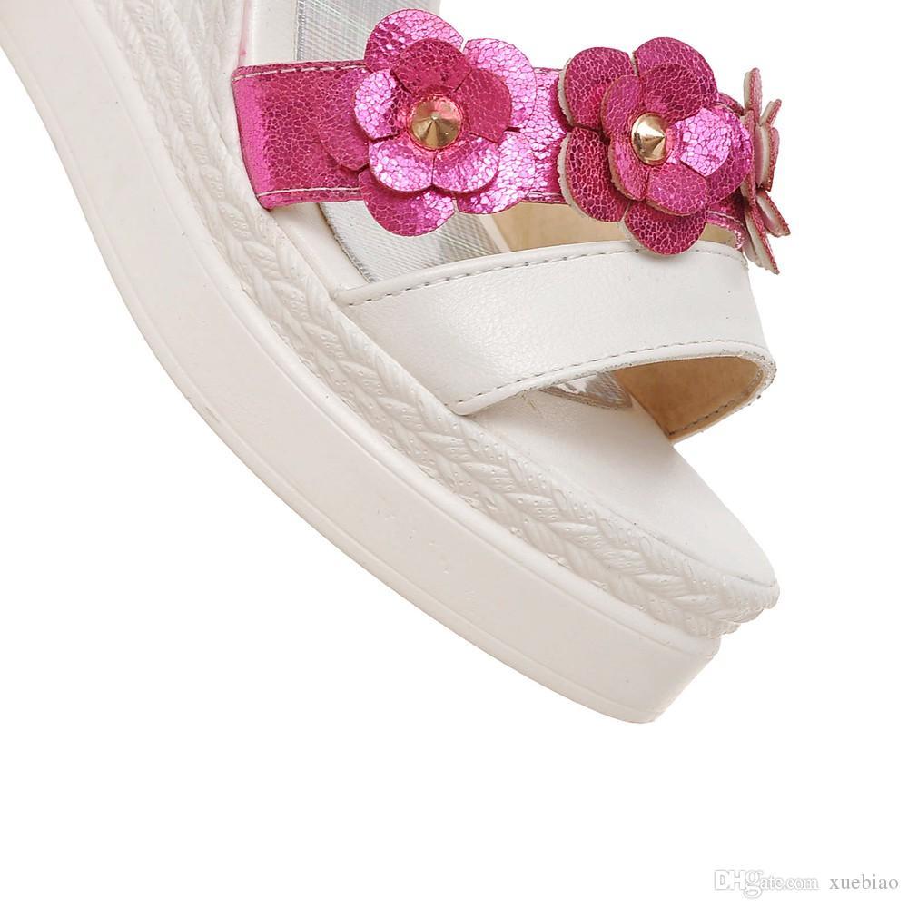 2018 Artı küçük boyutu 34-43 yüksek kama topuk platformu açık ayak parmağı kemer toka kayış madeni pul çiçek bayan tatlı ayakkabı kadın sandalet 157-2