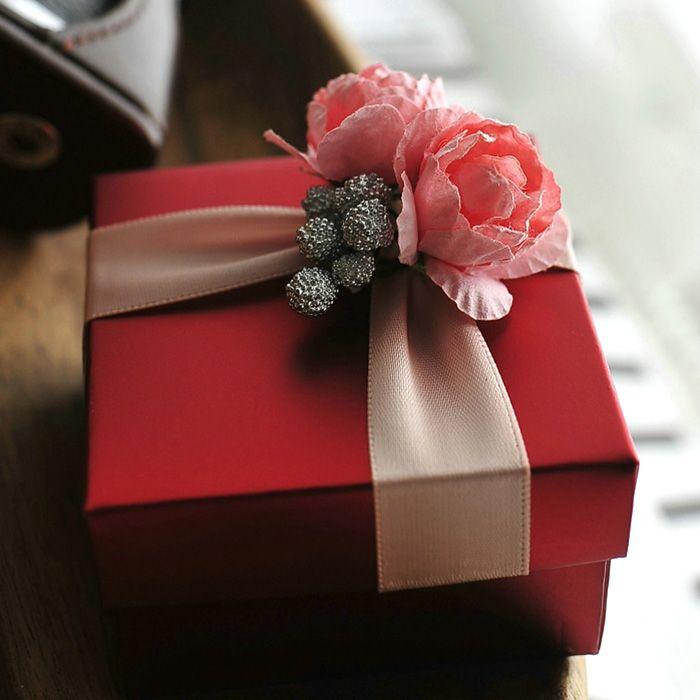 élégante boîte de bonbons rouges avec des boîtes de faveur de cadeau de mariage rose rose ou boîte de couleur rose
