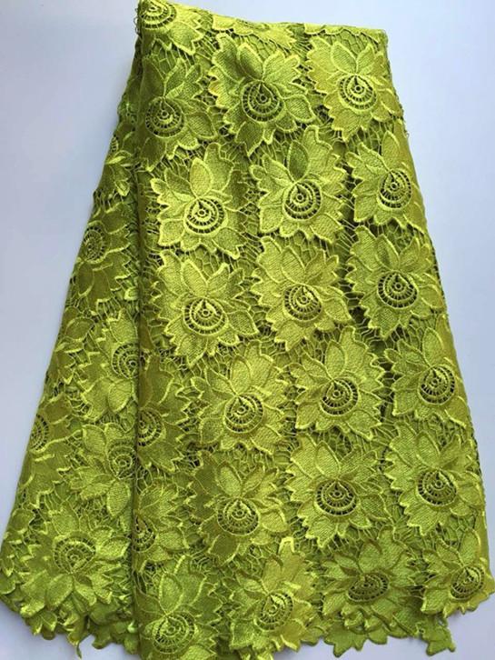5 Yards / pc machen wasserlösliche Guipure-Spitze des Blumenmusters, modernes afrikanisches Schnur-Spitzegewebe des Königsblaus für Kleidung ZQW6-3 glatt