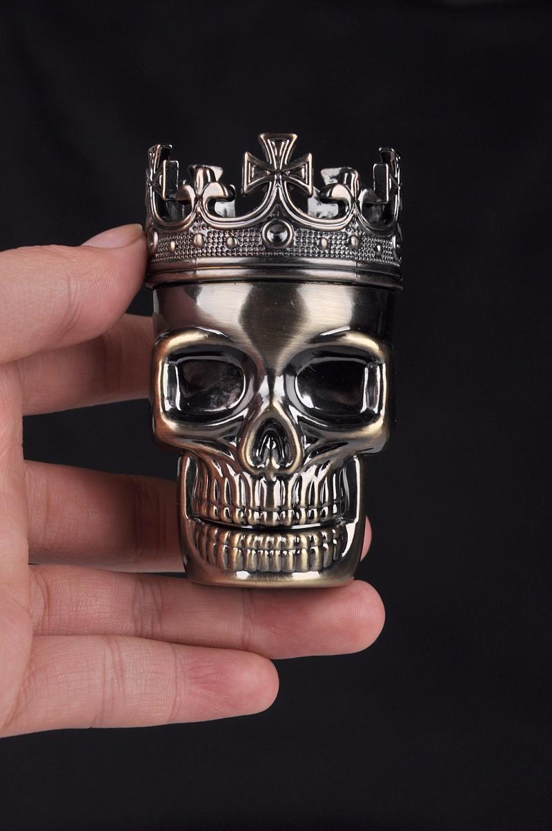 Venta caliente Rey Crown Metal Tabaco Hierba Grinder Forma de cráneo Metal Tabaco Grinder Hierba Molinillos de humo Metal Tamaño 75mm * 40mm Venta al por mayor