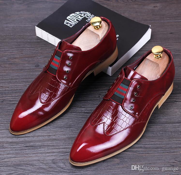 Erkekler lüks rahat düğün gece kulübü elbise patent hakiki deri ayakkabı sivri burun brogue flats ayakkabı loafer'lar oxford erkek NXX371