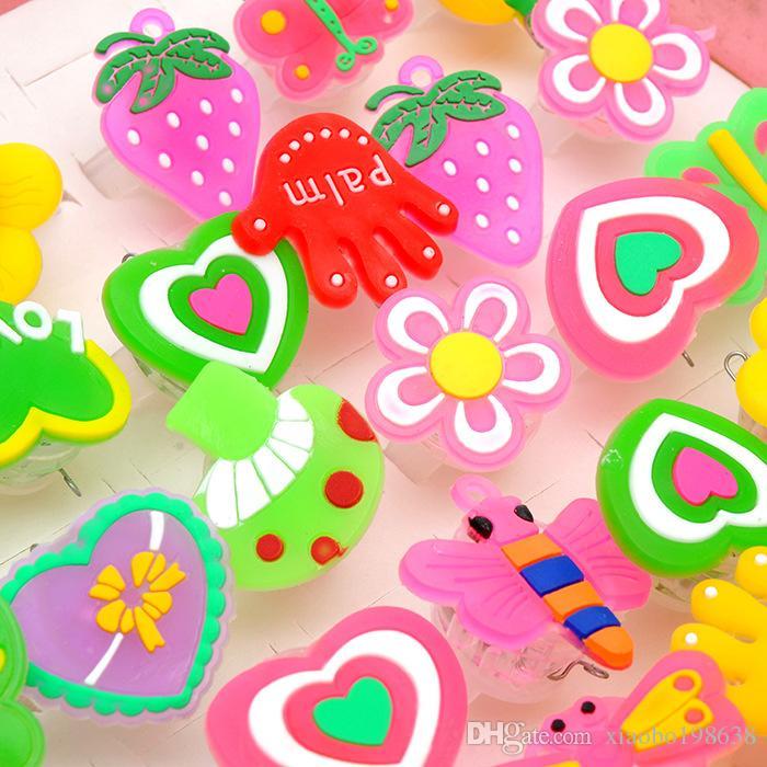 Compre Cesta Lumineuse Juguetes Led Brinquedos Macio Piscando Anel Dos Desenhos Animados Crianças Carnaval Partido Presente Anéis De Dedo Colorido