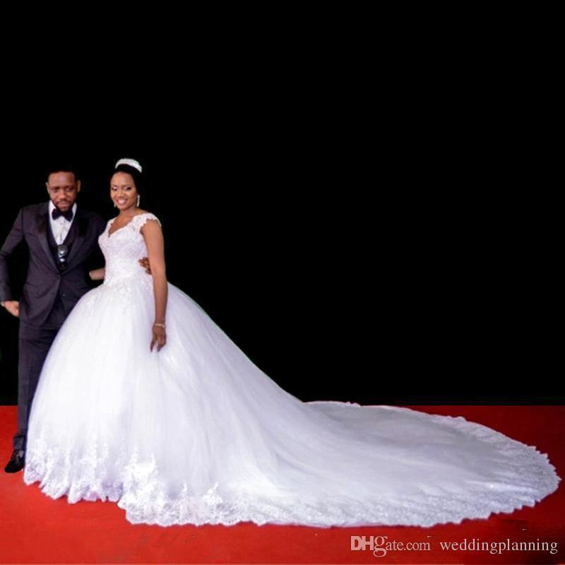 Arabo sudafricano Vintage Plus Size Wedding Dresses cap maniche abiti di sfera Appliques bordato merletto di Tulle Cattedrale Abiti da sposa lungo