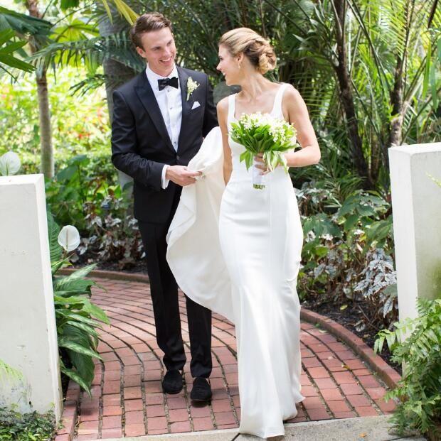 Scoop Mermaid Simple Wedding Dresses Elegant Backless Abiti Da Sposa France Beach Wedding Dresses Satin Gowns Z 40
