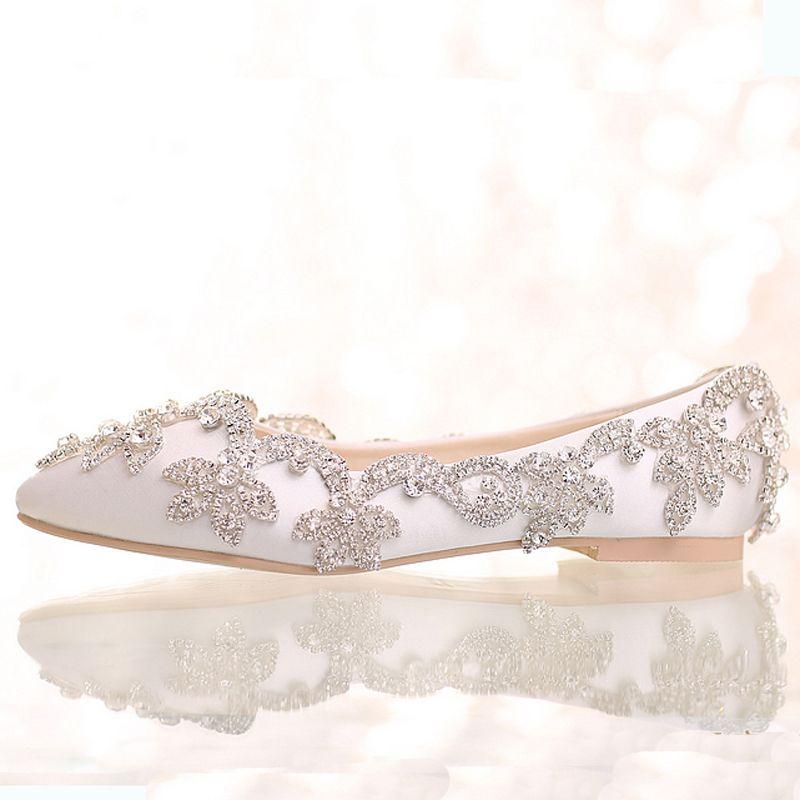 Acheter 2016 Blanc Satin Diamant Chaussures De Mariage Talon Plat Femmes  Strass Chaussures De Mariée À La Main Mode Confortable Robe Formelle  Chaussures De ... 0507b669259c