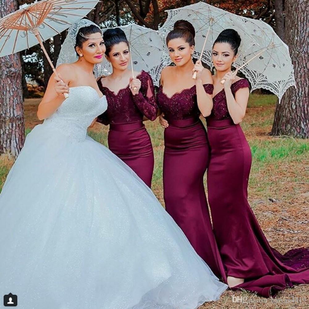 2021 Burgunidade Borgonha Sereia Dama de honra Vestidos fora do ombro mangas compridas Lace Appliques Frisado Plus Size Wedding Guest Doméstica de Vestidos de Honra