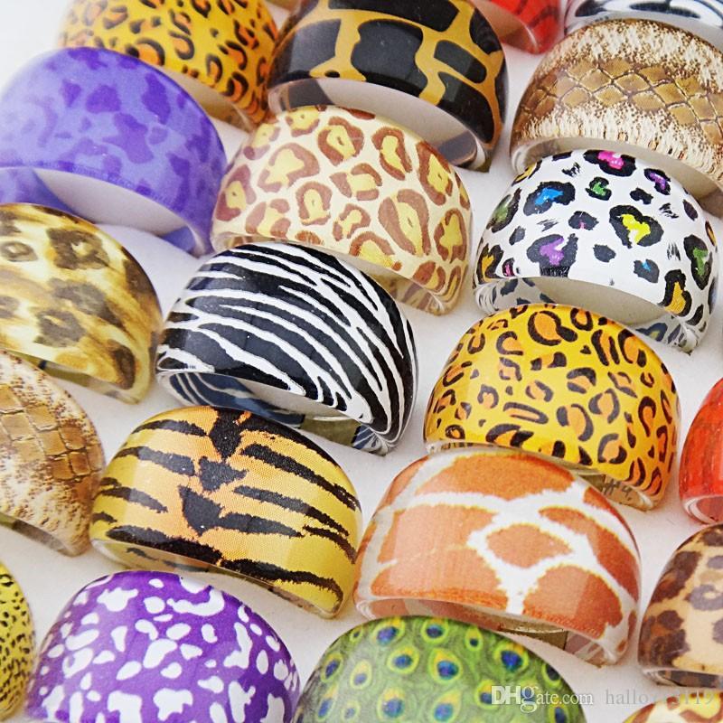 100 stücke Animal Ring Leopard Haut Mix Harz Ringe für Männer und Frauen Großhandel Mode Party Nette Schmuck Geschenk