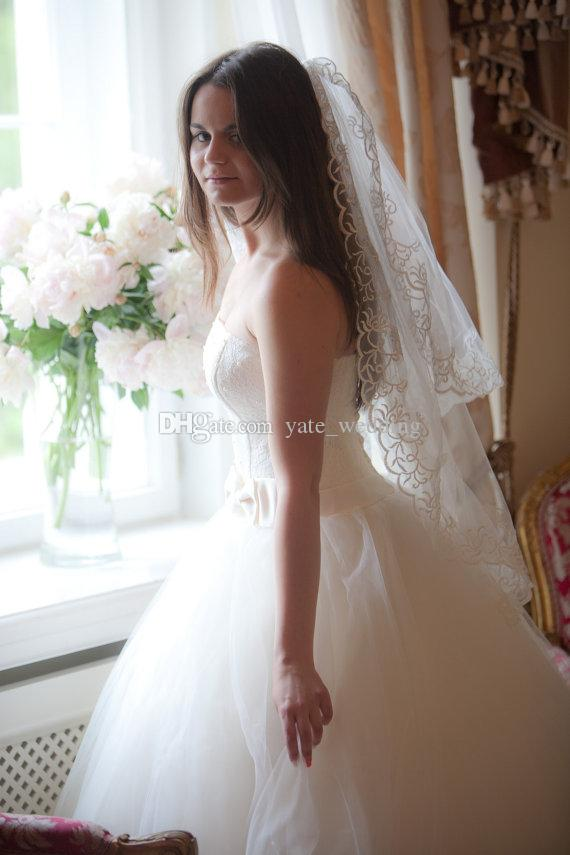 Short Lace Wedding Veils Two layers Bridal Veils Handmade Fingertip Veil Lace Edge Veil White Ivory