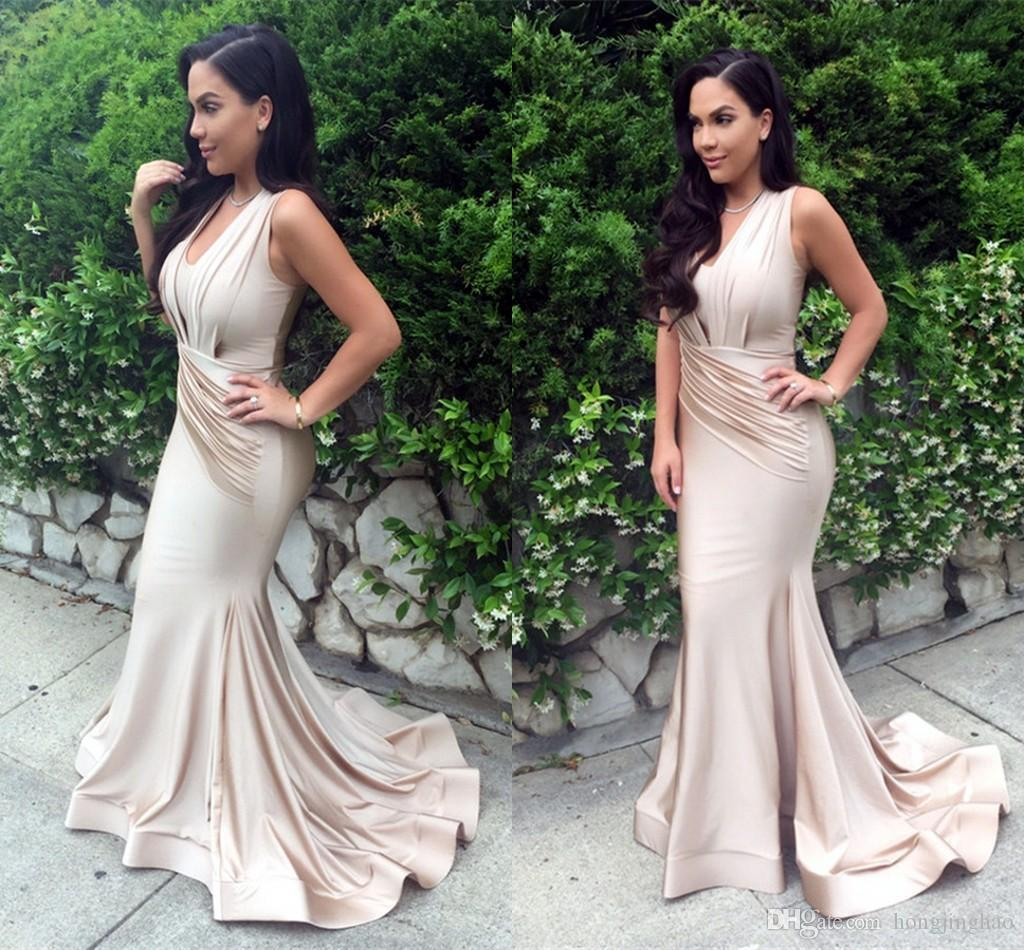 2021 Sexy Champagne Halter Mermaid Prom Dresses Floor Length Crystal Arabic Muslim Evening Gowns Cheap Bridesmaid Dresses