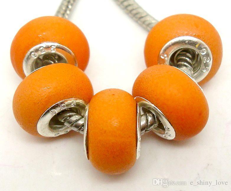 100 pz / lotto bella misto rotondo puro acrilico di fascini nucleo d'argento sciolto perline grande foro europeo monili che fanno prezzo basso