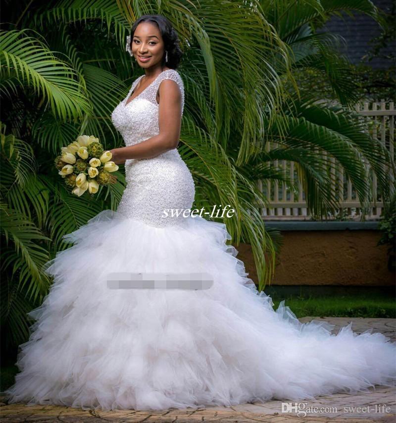 Vintage Plus Size Sirena Abito da sposa perline Sheer Deep V Collo profondo Corsetto Backless Ruffles Tulle Giardino Bridal Gown