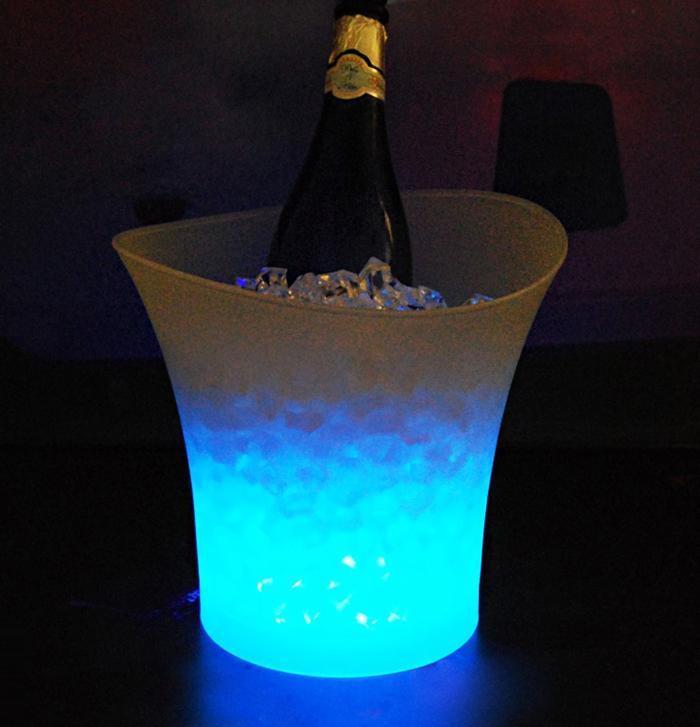 خلل 5 لتر حجم البلاستيك led الجليد دلو الحانات ملهى ليلي KTV أدى ضوء دلو الثلج مبردات الشمبانيا النبيذ البيرة مبردات الثلج حامل