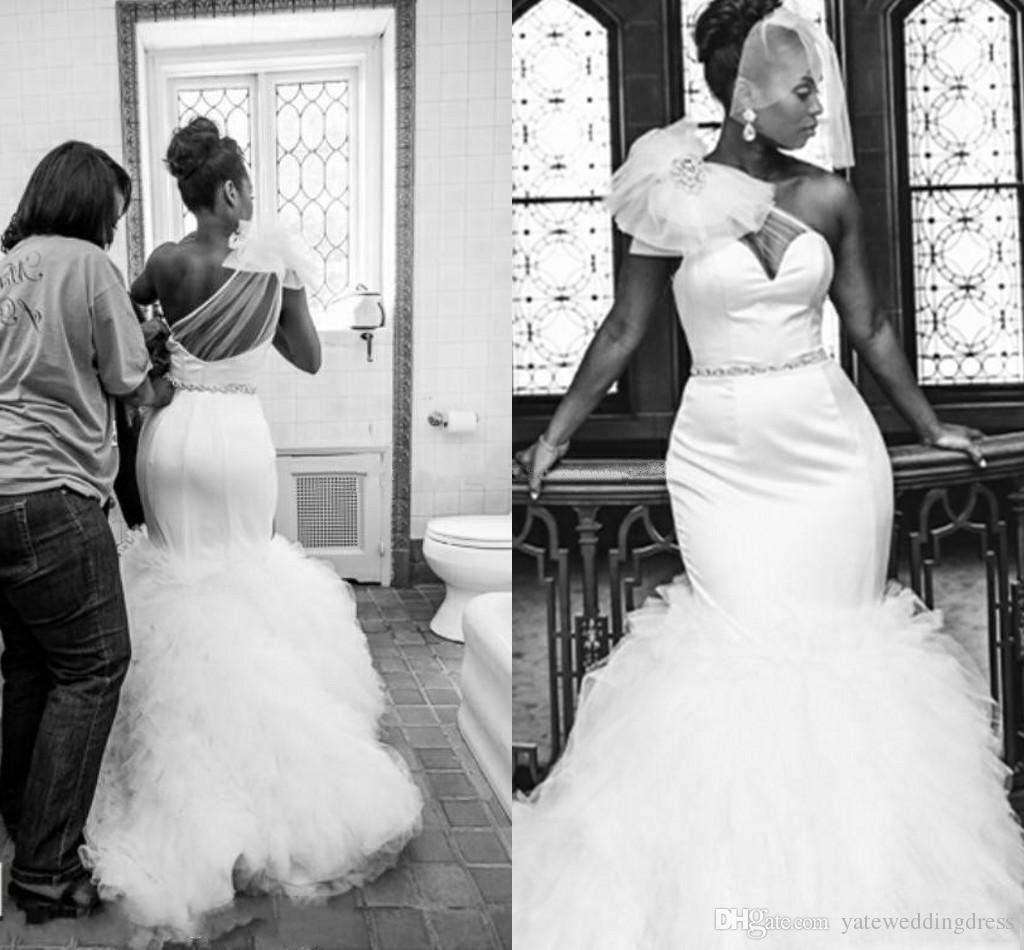 نقية بيضاء حورية البحر فساتين الزفاف واحدة الكتف peplum فستان الزفاف شير عودة قطار الاجتياح الطيات مخصص مثير afraic
