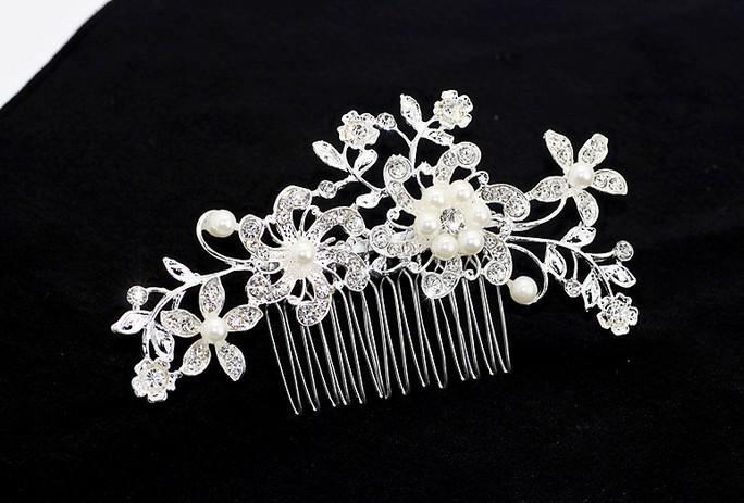 Elegant Wedding Bridal Hair Comb Pearl Crystal Flower Design Hair Clip Side Comb Pin Bridal Headpiece Womens Wedding Hair Accessories