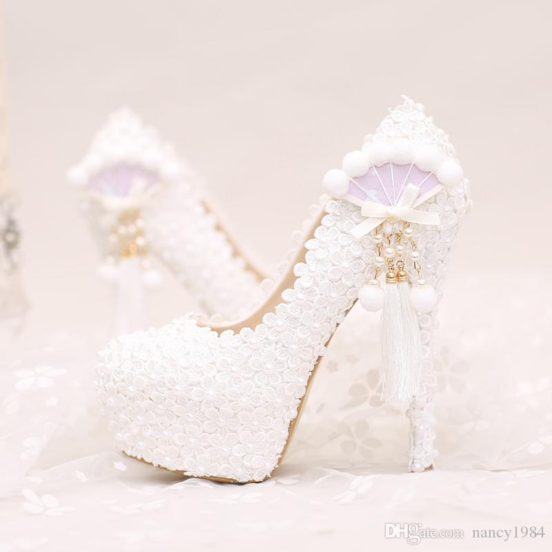 2017 weiße Spitze Hochzeit Schuhe Plattformen Schöne Frauen Pumps mit Applikationen Quaste Wunderschönes Design Braut Party Prom Schuhe