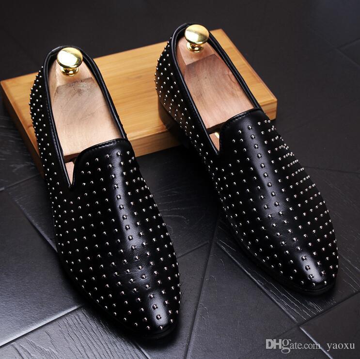 New Men Shinny Glitter Flats Shoes Black Red Grey Spiked Mens Mocasines Slip On Rivets Hombres Fiesta de baile Zapatos de boda DHA11