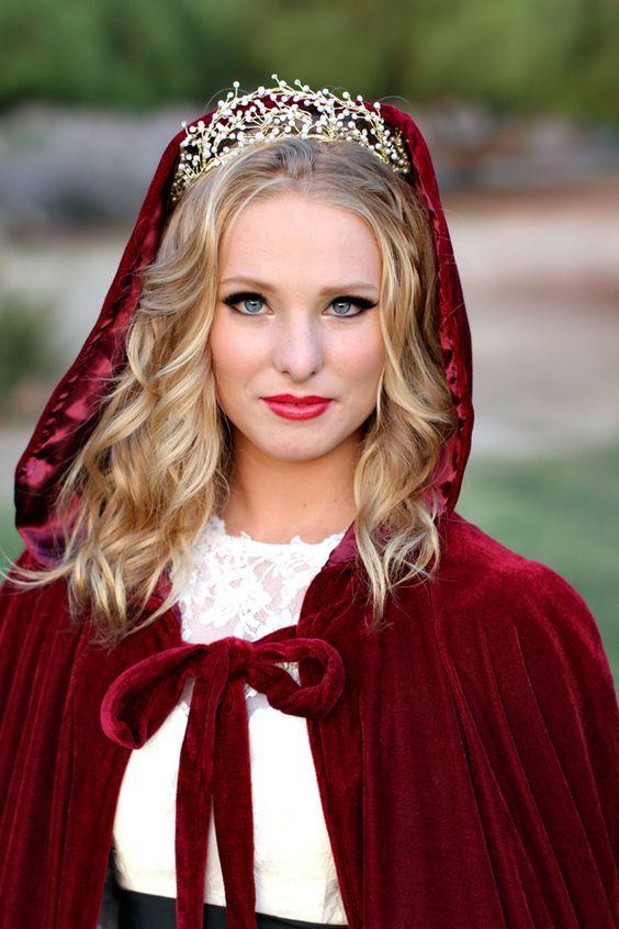 Red Long Velvet Christmas Hooded Cloak Mantelle da sposa Mantelle 2017 Inverno Halloween Lunghezza pavimento Giacca da sposa Damigelle d'onore