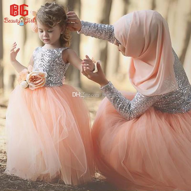 Bella argento paillettes top pesca in tulle gonna abito da ballo lunghezza del pavimento ragazza di fiori abiti 2017 abbinati abiti madre e figlia