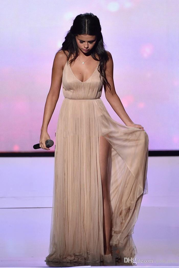 2020 abiti da Selena Gomez Hot Blush Pink economici Prom Scoop Neck chiffon lungo di Tulle Split Plus Size sera del vestito vestito celebrità abiti