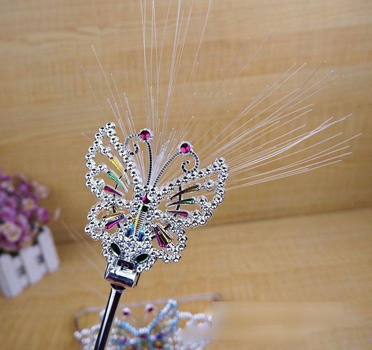 PrettyBaby Fiber Optic Schmetterling Fairy Stick Kunststoff Krone Stirnband Wand Neon Prom Mädchen Kopfschmuck Bar Ball Party Dekoration Blitzlicht