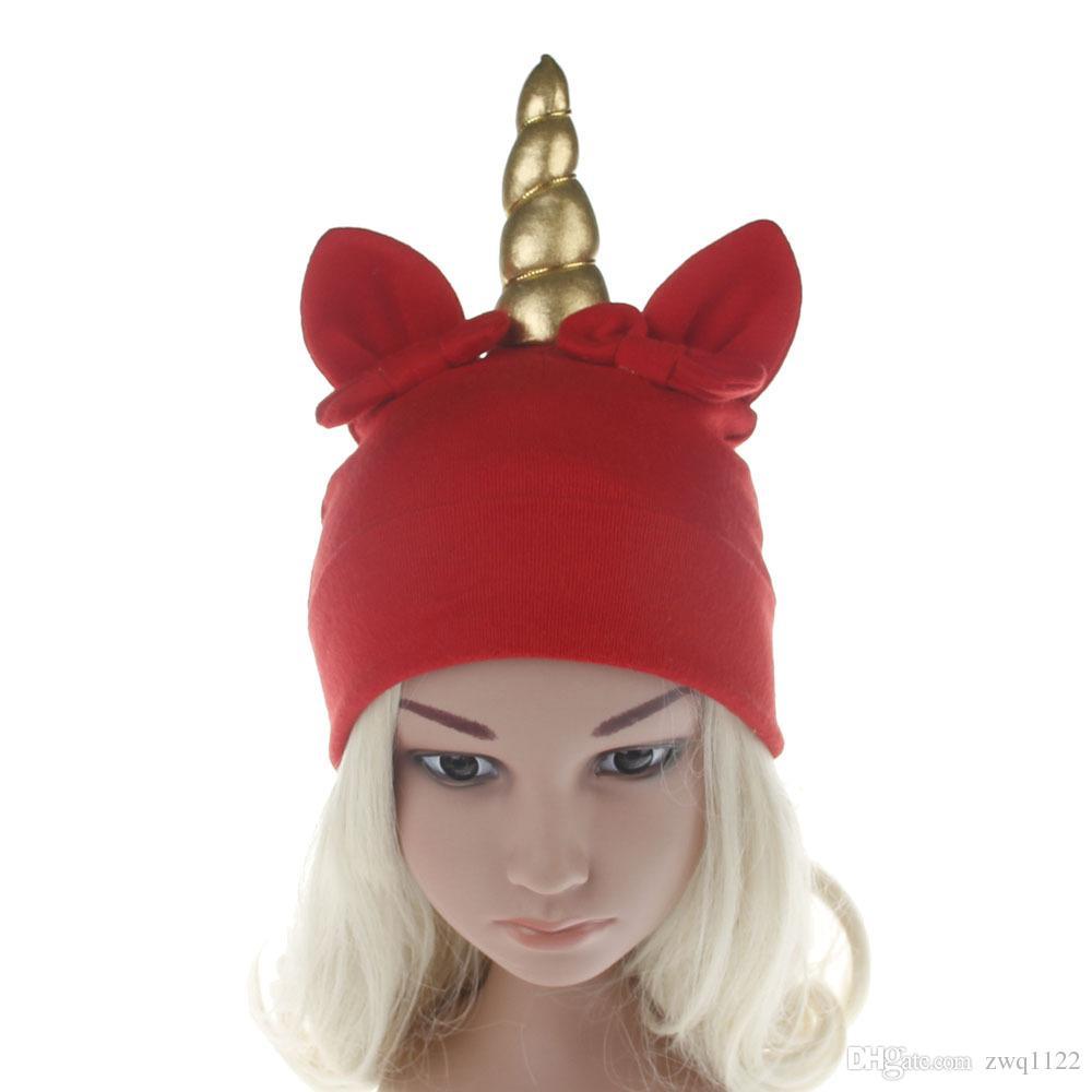 Acquista Cappelli Di Unicorno Del Bambino Cappelli Di Arco Neonato  Invernale Cappuccio Di Unicorno Caldo Dei Cartoni Animati Cappellino Beanie  Di Unicorno ... a5c0f041f9a2
