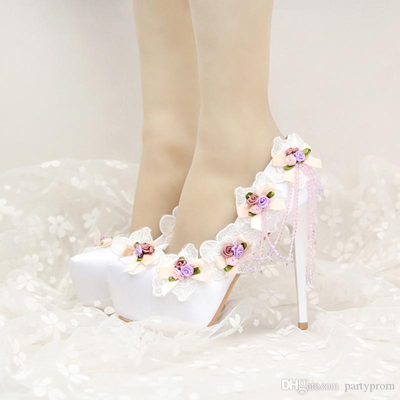 Moda fiore nappa abito da sposa scarpe bella 2017 Design tacco alto bianco festa di nozze pompe Appliques scarpe da damigella d'onore